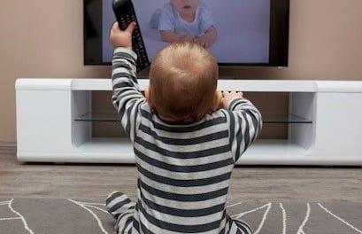 Trop de télévision empêche votre enfant de développer son langage